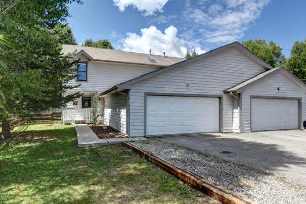 1245 Mesa Drive-small-026-33-Exterior Garage-666x445-72dpi